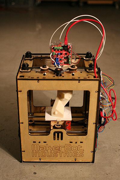 399px-MakerBot_ThingOMatic_Bre_Pettis